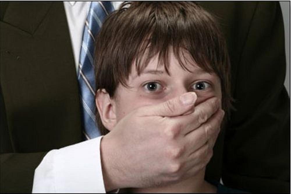 أغتصاب الاطفال