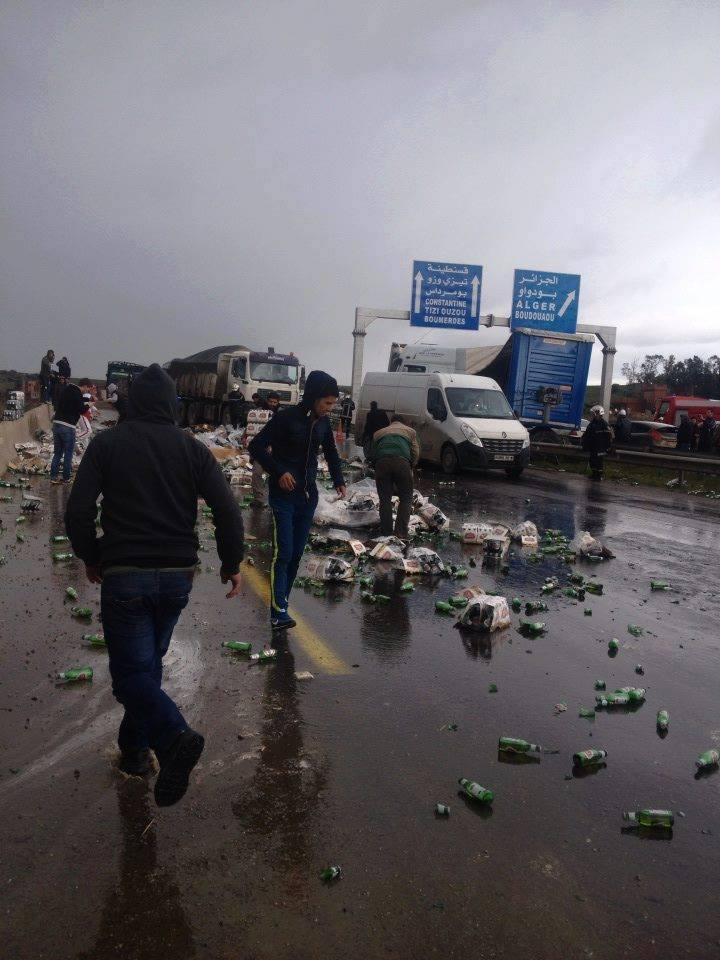 النفاق الاجتماعي في الجزائر